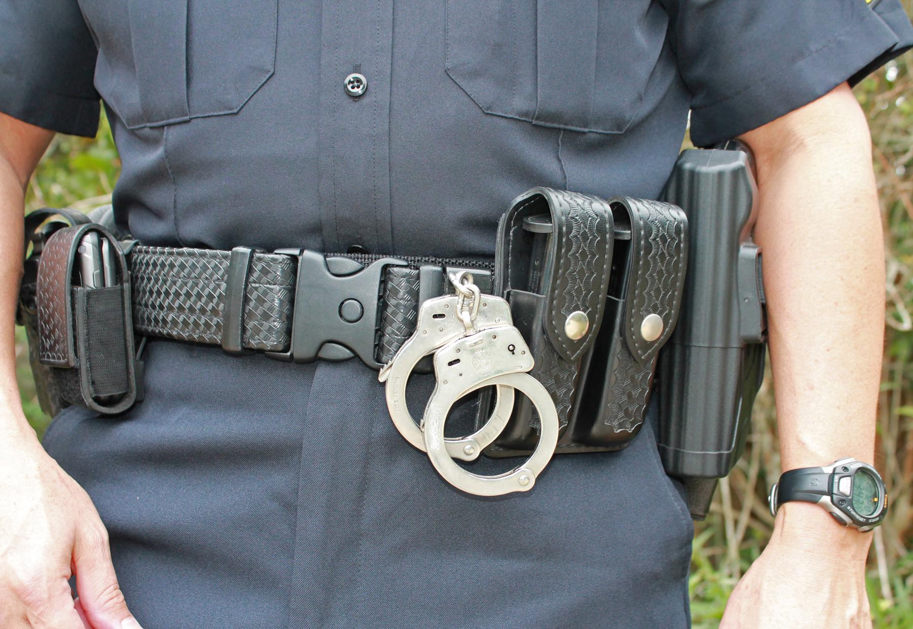Magnetactical handcuffs